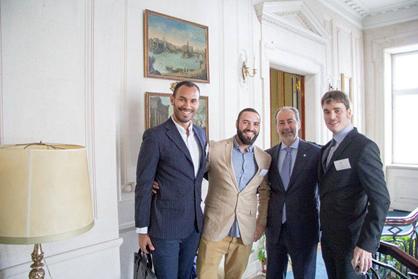 Vincent Tesio (sulla destra) con l'Ambasciatore D'Italia e due ricercatori durante la IV giornata dei ricercatori presso la residenza dell'Ambasciatore